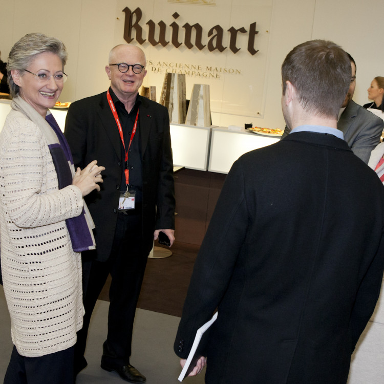 Ministerin Claudia Schmied besucht die Kunstmesse Art Cologne